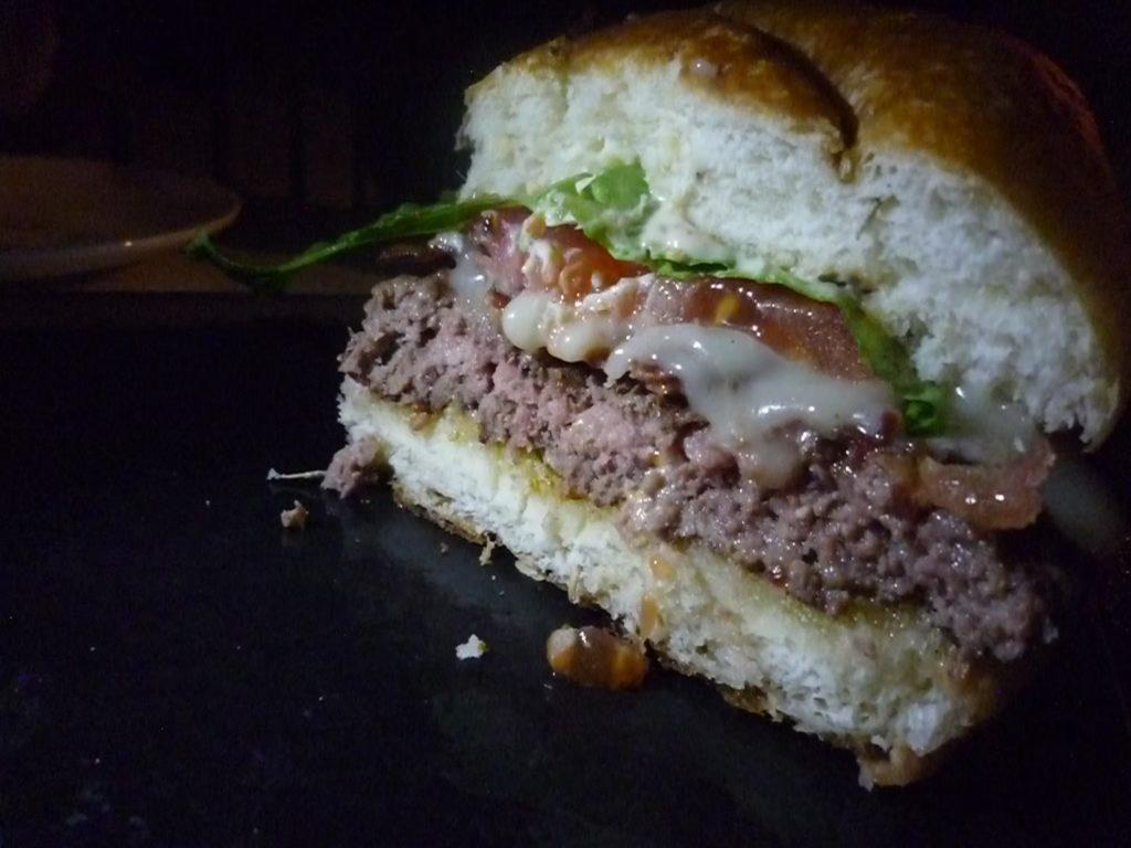 マイタイバーのハンバーガー断面