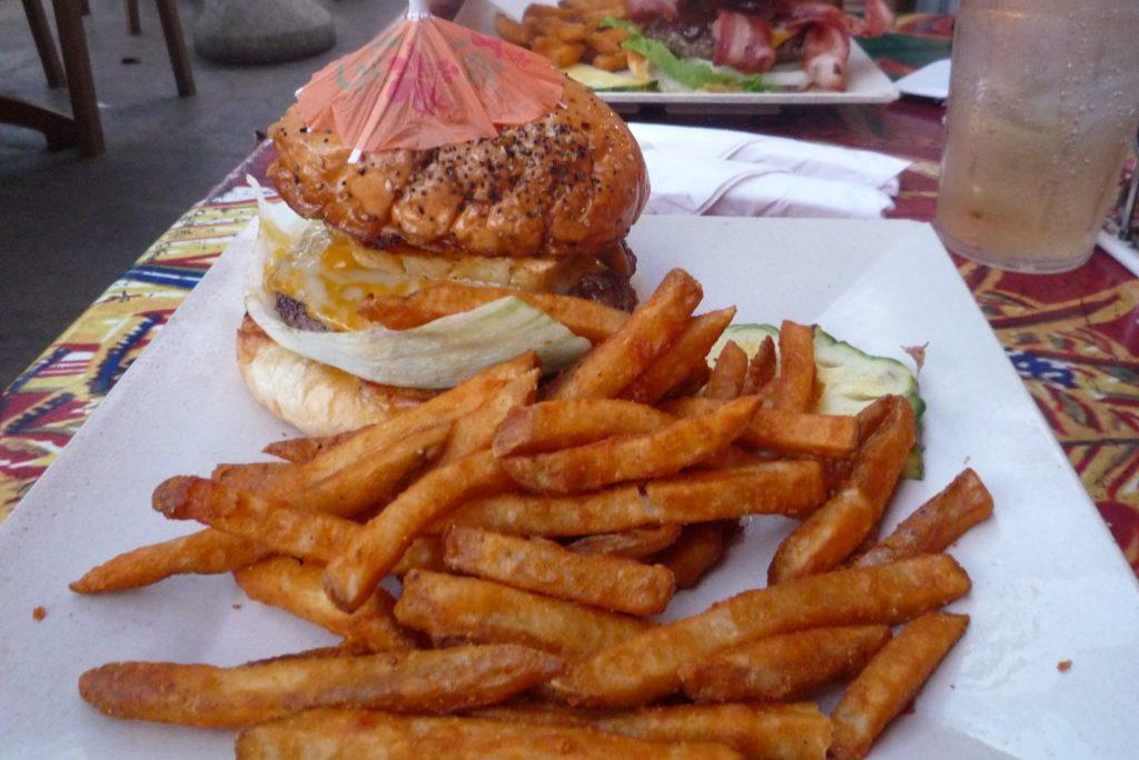 チーズバーガーのハンバーガー